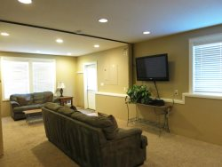 Lincoln City Beach House - Lower Level - TV Room - Flat Screen TV